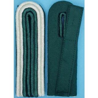 Schulterstück, 4-streifig, Innensoutache schützengrün Außen silber, Filz
