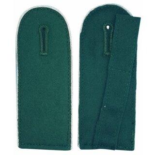 Schulterklappen, mit Umrandung silber Schnur, Filz grün